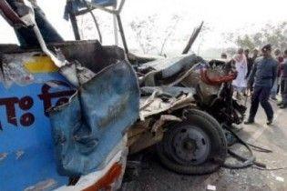 В Індії перекинувся автобус зі студентами: 26 загиблих