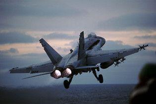На американських винищувачах F/A-18 з'явилися тріщини