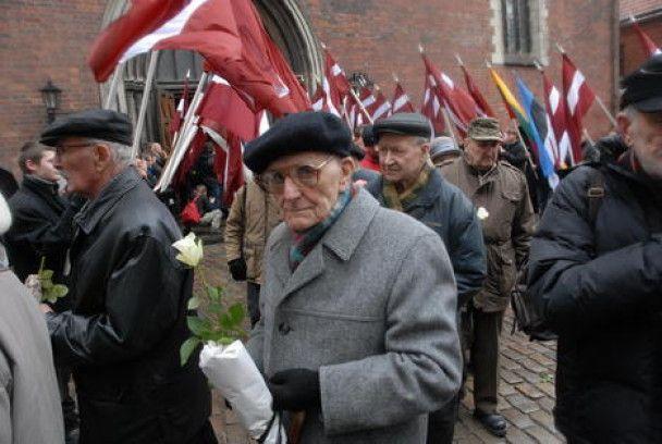 """Марш ветеранів """"Ваффен СС"""" у Ризі"""