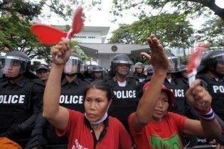 У Таїланді 100 тисяч демонстрантів вимагають відставки уряду