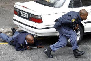 Поліцейських з ПАР зобов'язали займатися фітнесом