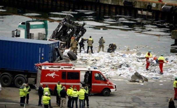 В Осло на повній швидкості потяг зірвався в море