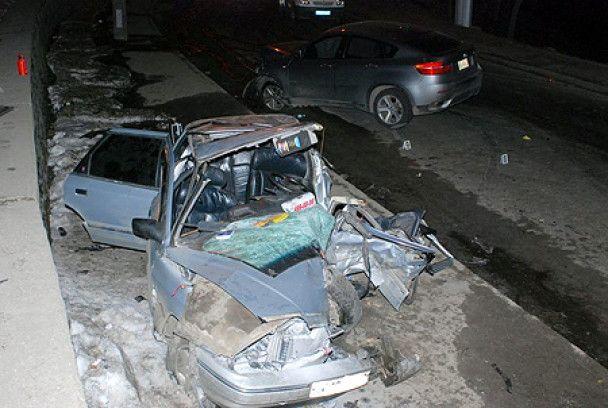 У центрі Києва джип BMW Х6 протаранив таксі