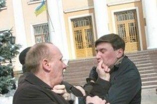 Активіста, який побився з помічником Табачника, залишили під вартою на 2 місяці