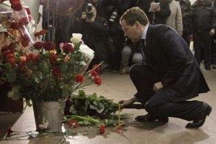 """Мєдвєдєв пообіцяв знищити """"звірів"""", що влаштували теракти в Москві"""