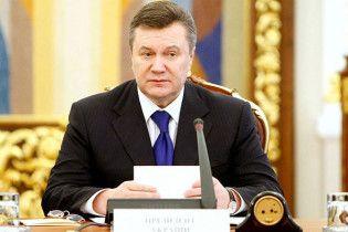 Янукович привітав українців з Першотравнем