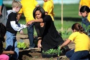 Мішель Обама знову засіяла город біля Білого дому