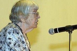 82-річну російську правозахисницю вдарили по голові під час покладання квітів у Москві