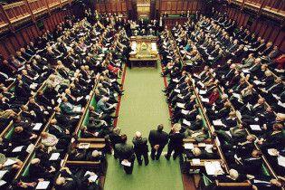 Королева Британії розпустила парламент: вибори призначені на 6 травня