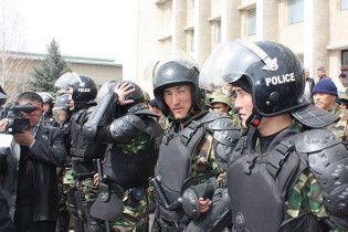 Міліції Киргизстану дозволили розстрілювати провокаторів