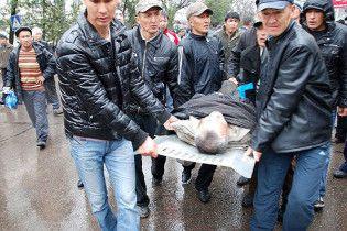 Поліція розстрілює демонстрантів у Бішкеку: 17 загиблих, 142 поранених