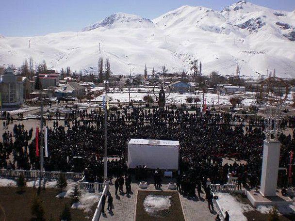 У зіткненнях у Бішкеку вбито кількох людей, сто осіб постраждали