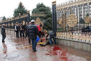 Голова МВС Киргизії при смерті, віце-прем'єрові вибили око