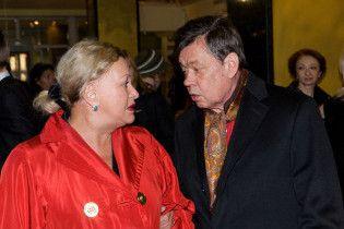Микола Караченцов з дружиною потрапив до лікарні