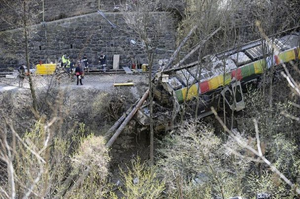 Пасажирський потяг в Італії зійшов з рейок