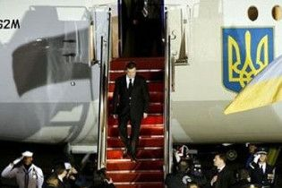 Янукович повертається зі США