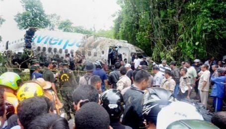 В Індонезії при посадці розвалився Boeing 737