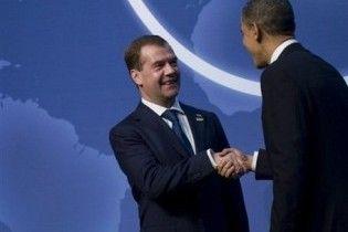 Американська преса проіронізувала над тим, як Мєдвєдєв розхвалив Обаму британцям