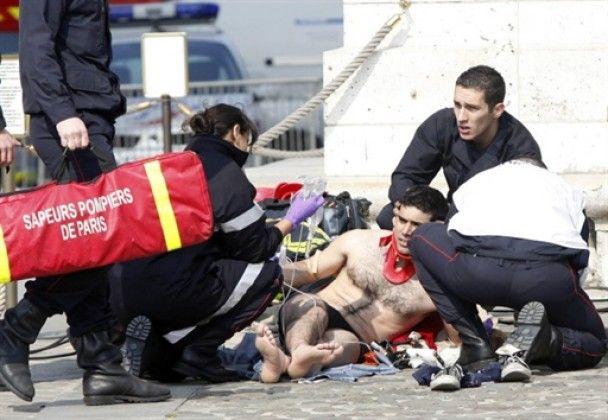 Баскський сепаратист впав з Тріумфальної арки в Парижі