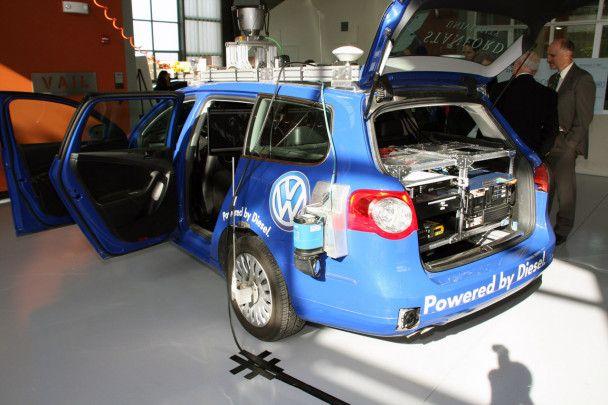 Volkswagen представив машину з автопілотом, що керується через iPhone