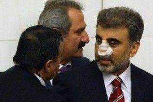 Вчитель фізкультури напав на турецького міністра та зламав йому ніс
