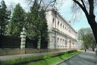 Янукович до кінця тижня перебереться в особняк у центрі Києва