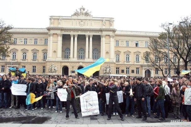У Львові зібрався 10-тисячний мітинг за відставку Табачника