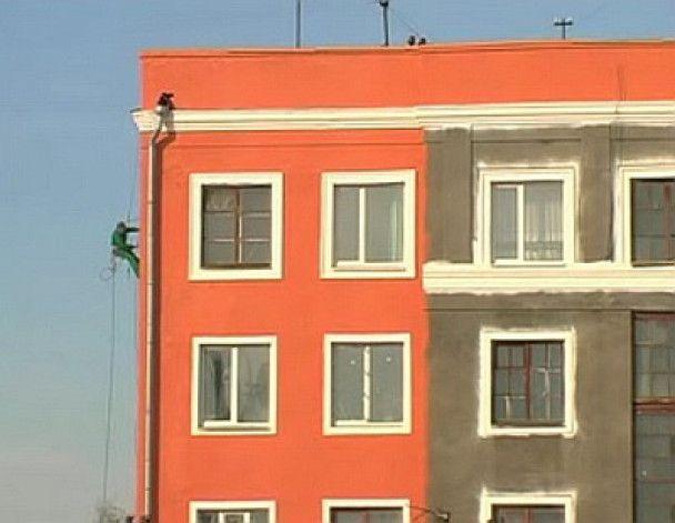 У Харкові до приїзду Мєдвєдєва помили вітрини, пофарбували будинки і знесли зупинку