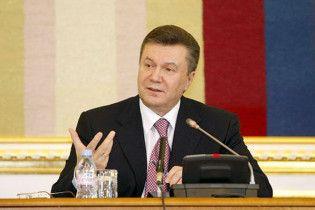 Янукович доручив переписати Конституцію
