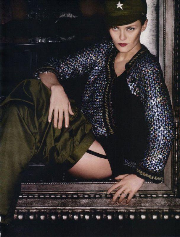 Ванесса Параді у мілітарі-фотосесії для Vogue France