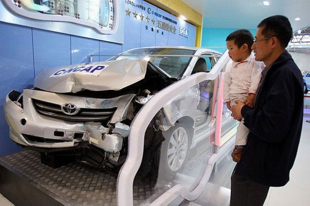 Футуристичний автосалон у Пекіні