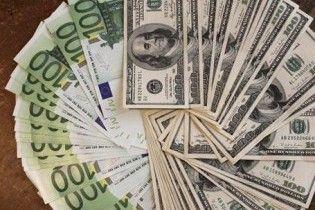 На міжбанку знову подешевшало євро