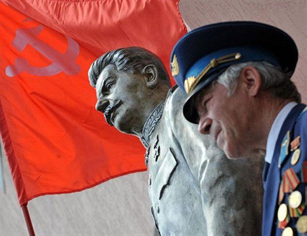Комуністи відновлять знищений пам'ятник: Сталін живий і буде жити