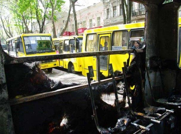 В центрі Одеси загорілася маршрутка, набита людьми