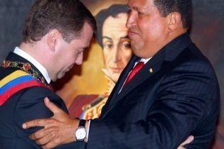 Мєдвєдєв став першим російським керівником, який відвідав Венесуелу (відео)