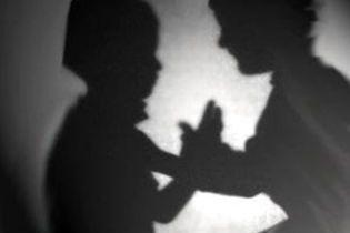 У Пакистані 3 жінки ґвалтували офіціанта 4 доби