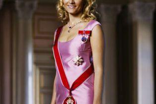 Крон-принцеса Норвегії впала зі сходів в Києві
