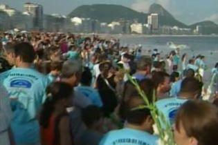 Знамениті пляжі в Ріо-де-Жанейро заблоковані паломниками