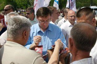 Луценко проконтролює демократичні сили?