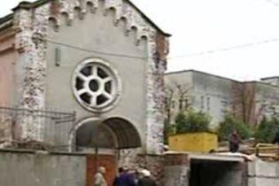 У Тернополі не можуть поділити церкву (відео)