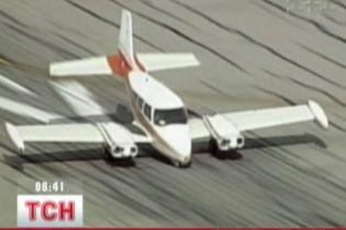 Екстрена посадка літака у Каліфорнії (відео)