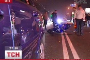 У Києві зіштовхнулися п'ять машин. Є жертви (відео)