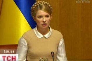 Тимошенко полетіла у Євпаторію роздавати квартири