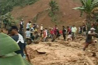 Щонайменше п'ять людей загинули в результаті зсуву на півдні Філіппін (відео)