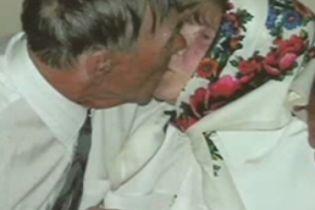 У Рівному одружилася 80-річна пара (відео)