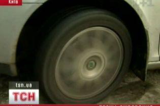 Як водії ризикують через ожеледицю (відео)