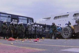 Грецькі фермери закидали поліцейських овочами