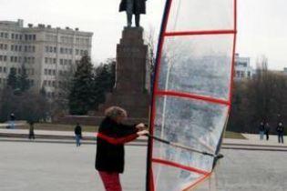Під вітрилом по вулицях Харкова (відео)