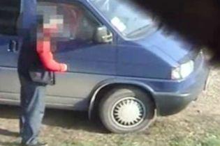 У Івано-Франківську затримали крадіїв, що грабували автомобілі (відео)