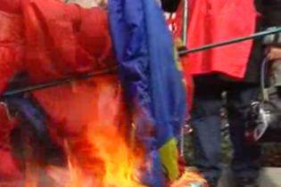 У Сімферополі спалили прапори кількох українських організацій (відео, оновлено)